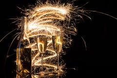 Champagne de fête dans les flourishes des lumières de Bengale Photo stock
