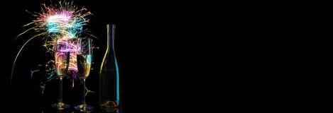 Champagne in de feestelijke vonken van de gekleurde lichten van Bengalen Stock Fotografie