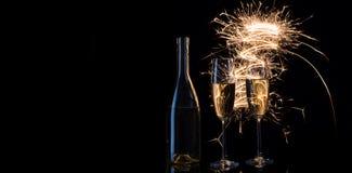 Champagne in de feestelijke vonken van de lichten van Bengalen Royalty-vrije Stock Afbeeldingen