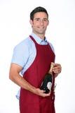 Champagne de offre de serveur Images stock