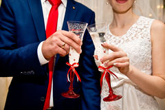 champagne dekorerat dekorativt gifta sig för blommaexponeringsglas Royaltyfria Foton