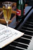 Champagne in den Gläsern Lizenzfreie Stockfotos