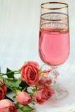Champagne dentellare e rose dentellare Fotografia Stock