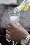 Champagne derramou dentro ao vidro Imagem de Stock Royalty Free