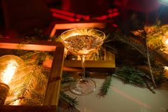 Champagne-dranken van de de vieringspartij van het glas de nieuwe jaar Stock Fotografie