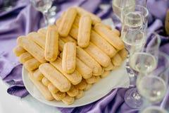 Champagne e biscoitos Fotos de Stock Royalty Free