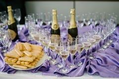 Champagne e biscoitos Foto de Stock