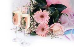 Champagne e fiori Fotografie Stock