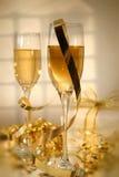 Champagne e foco macio das fitas Imagem de Stock