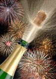 Champagne e fuochi d'artificio della bottiglia Fotografie Stock Libere da Diritti