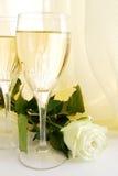 Champagne e levantou-se Fotografia de Stock Royalty Free