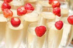 Champagne e morango Imagem de Stock
