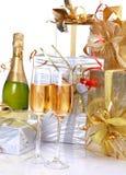 Champagne e regalo Immagini Stock