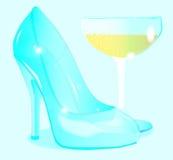 Champagne e sapata do vidro das senhoras Foto de Stock Royalty Free