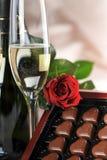 Champagne ed il colore rosso sono aumentato Immagini Stock
