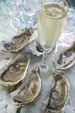 Champagne ed ostriche fotografie stock