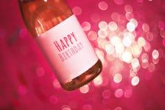 Champagne eller seger med lycklig födelsedag för text Bakgrund för parti för lycklig födelsedag lycklig födelsedagkorthälsning ca Arkivbild