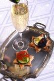 Champagne en kaviaar canape Royalty-vrije Stock Foto