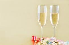 Champagne en Wimpels op Goud Royalty-vrije Stock Foto's