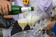 Champagne est versée Photographie stock libre de droits