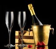 Champagne et bonbons au chocolat Jour du ` s de Valentine de fond Image stock