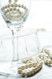 Champagne et perles Image stock