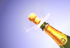 Champagne explodieren Lizenzfreie Stockfotos