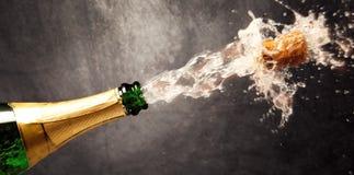 Champagne Explosion - nytt år för beröm royaltyfri bild