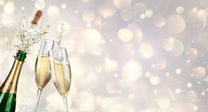 Champagne Explosion With Toast Of-Flöten Stockfotos