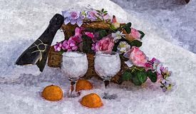 Champagne, exponeringsglas, blommor och tangerin i snön jullivstid fortfarande Måla den våta vattenfärgen på papper stock illustrationer