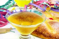 Champagne, flâmulas, foguetes e coca de Sant Joana, typica Fotografia de Stock