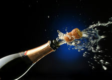 Champagne-Flasche betriebsbereit zur Feier Stockbild