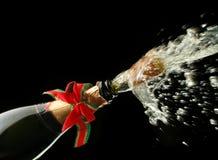 Champagne-Flasche betriebsbereit zur Feier lizenzfreies stockbild