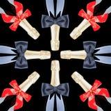 Champagne-Flaschen mit Rot-Bögen und schwarzen Querbindern Stockfotos
