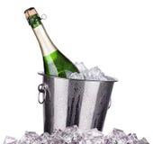 Champagne-fles in een emmer Stock Fotografie