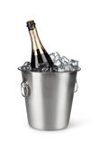 Champagne-fles in een emmer met ijs Royalty-vrije Stock Foto