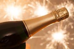 Champagne-fles op nieuwe jarenvooravond Stock Afbeeldingen