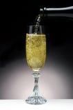 Champagne giet Royalty-vrije Stock Foto's