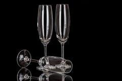 Champagne-Gläser lokalisiert auf Schwarzem Stockfotografie
