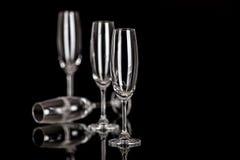Champagne-Gläser lokalisiert auf Schwarzem Stockbild