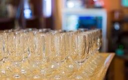 Champagne-Glas auf Tellersegment Stockfoto