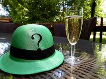 Champagne-glas en vraaghoed Stock Fotografie