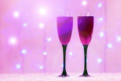 Champagne-Glashintergrund verwischte rotes rosa neues Jahr der Lichter lizenzfreies stockbild