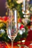 Champagne Glass vacío en la tabla del Año Nuevo Foto de archivo libre de regalías
