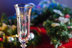 Champagne Glass vacío en la tabla del Año Nuevo Foto de archivo