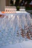 Champagne Glasses auf dem Tisch Stockbilder