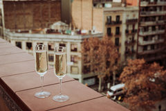 Champagne Glasses i det Barcelona centret Arkivfoton