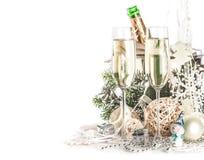 Champagne Glasses med jul/nytt år Arkivfoto
