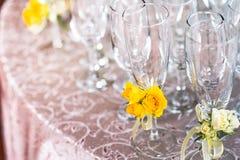Champagne Glasses på en bröllopceremoni Arkivbild