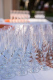 Champagne Glasses på tabellen Royaltyfri Fotografi